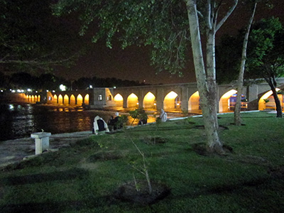 Isfahan-at-night-river-holidays